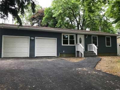 Bay Shore Single Family Home For Sale: 188 Prospect Pl