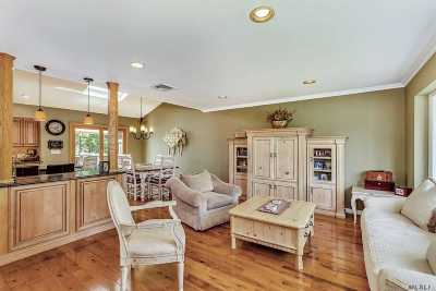 Syosset Single Family Home For Sale: 3 Greenacre Ct
