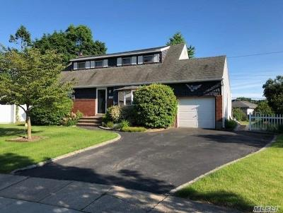 Syosset Single Family Home For Sale: 32 Locust Ln
