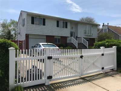 Copiague Single Family Home For Sale: 280 Parkside Ct