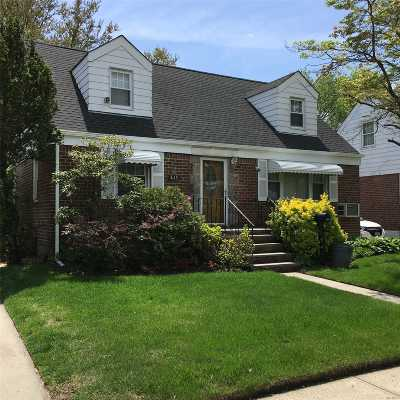 Lynbrook Single Family Home For Sale: 433 Peninsula Blvd