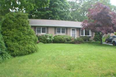 Lake Ronkonkoma Single Family Home For Sale: 193 Smith Rd
