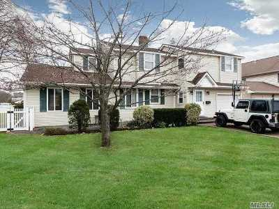 Carle Place NY Single Family Home For Sale: $649,000