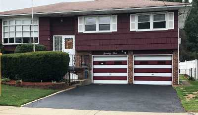 Huntington Single Family Home For Sale: 75 Tippin Dr