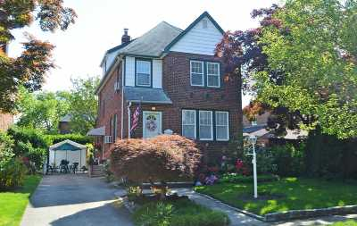 Lynbrook Single Family Home For Sale: 48 Westminster Rd