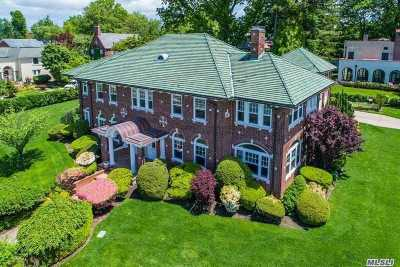 Douglaston Single Family Home For Sale: 604 Shore Rd