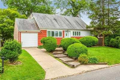 Huntington Single Family Home For Sale: 148 W 21st St