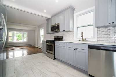 Islip Single Family Home For Sale: 21 Ferndale Blvd