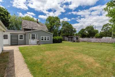 Single Family Home Sold: 30 Easy St