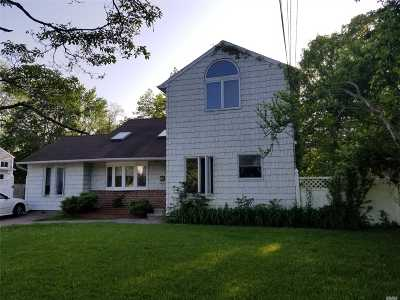 Bay Shore Single Family Home For Sale: 52 Princeton St