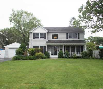 East Islip Single Family Home For Sale: 16 Donna Pl