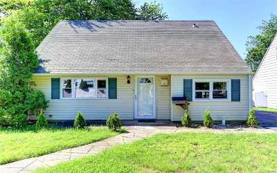 Hicksville Single Family Home For Sale: 9 Dove St