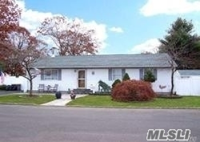 Islip  Single Family Home For Sale: 48 Shaw Ave
