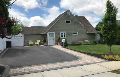 Westbury Single Family Home For Sale: 58 Cobalt Ln