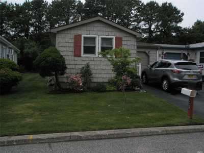 Manorville Condo/Townhouse For Sale: 39 Dogwood Lane