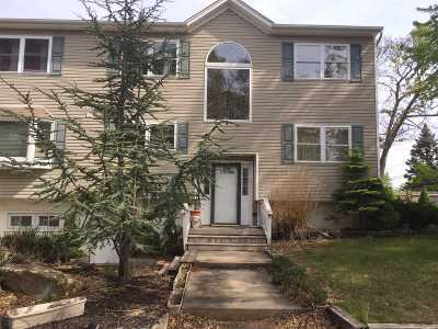 Selden Single Family Home For Sale: 226 Adirondack Dr