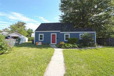 Levittown Single Family Home For Sale: 1 Bucket Ln