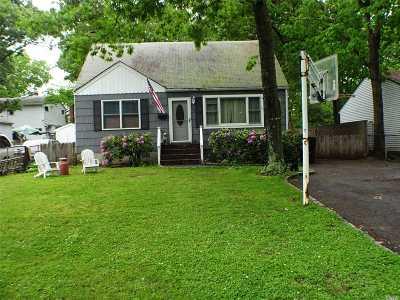 Bay Shore Single Family Home For Sale: 29 W Oakdale St