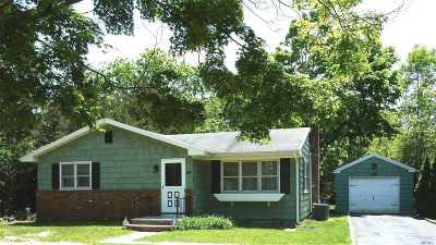 Hampton Bays Single Family Home For Sale: 26 E Argonne Rd