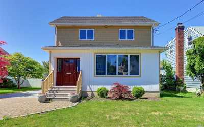 Roslyn Single Family Home For Sale: 97 Macgregor Ave