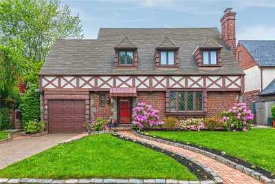 Mineola Single Family Home For Sale: 46 Berkley Rd