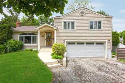 Farmingdale, Hicksville, Levittown, Massapequa, Massapequa Park, N. Massapequa, Plainview, Syosset, Westbury Single Family Home For Sale: 71 Farmers Ave
