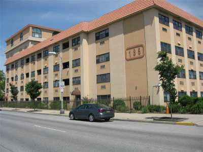 Long Beach Condo/Townhouse For Sale: 185 W Park St #414N