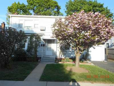 Hicksville Single Family Home For Sale: 18 Myers Ave