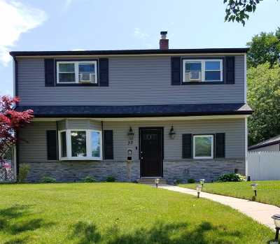 Levittown Single Family Home For Sale: 73 N Water Ln