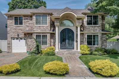 Syosset Single Family Home For Sale: 31 Raynham Dr