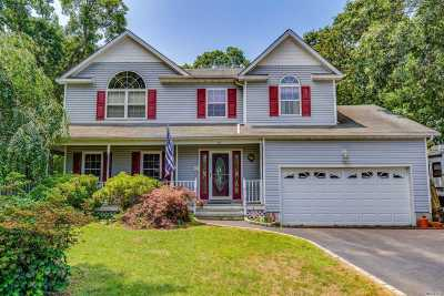Centereach Single Family Home For Sale: 14 Majestic Ct