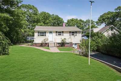 Farmingville Single Family Home For Sale: 169 Berkshire Dr