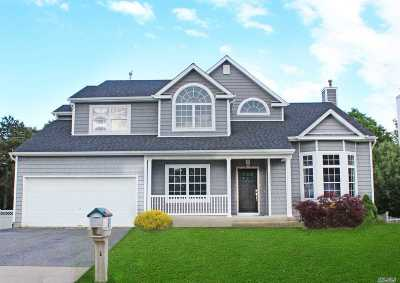 Manorville Single Family Home For Sale: 75 Beechwood Dr