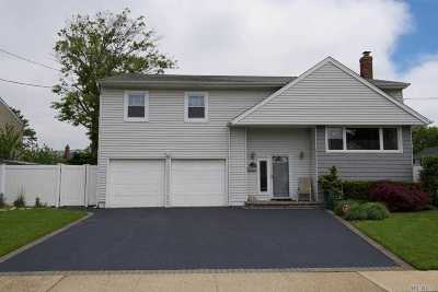 Merrick Single Family Home For Sale: 3109 Monterey Dr