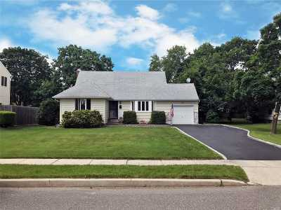 Commack Single Family Home For Sale: 29 Pickwick Dr