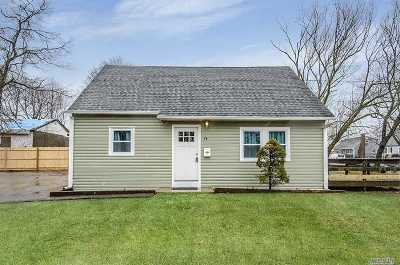 Wyandanch Single Family Home For Sale: 74 Parkway Blvd