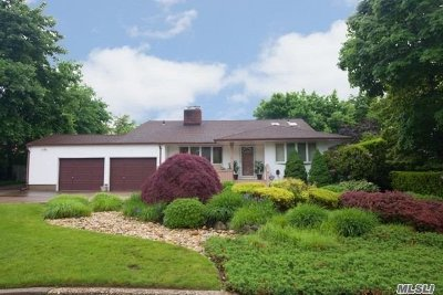 West Islip Single Family Home For Sale: 15 Larkspur Dr