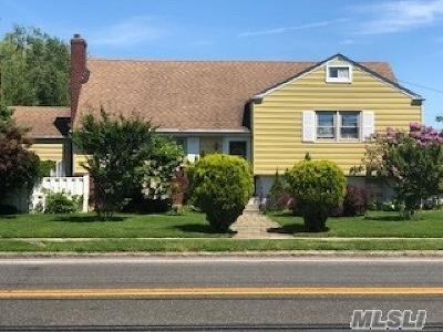 Baldwin Single Family Home For Sale: 2 Field Pl