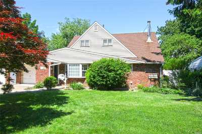 Levittown Single Family Home For Sale: 33 Stonecutter Rd