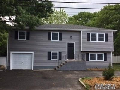 Medford Single Family Home For Sale: 277 Peconic Ave