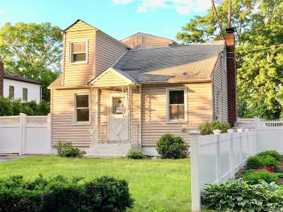Ronkonkoma Single Family Home For Sale: 375 Woodlawn Ave