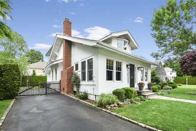 Garden City Single Family Home For Sale: 188 Brompton Rd