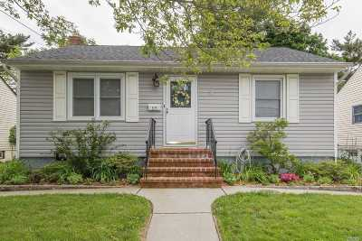 Hicksville Single Family Home For Sale: 35 Kuhl Ave