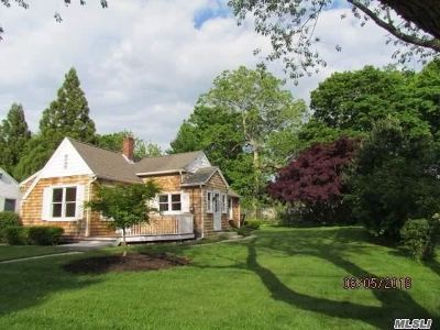 Center Moriches Single Family Home For Sale: 25 Neville