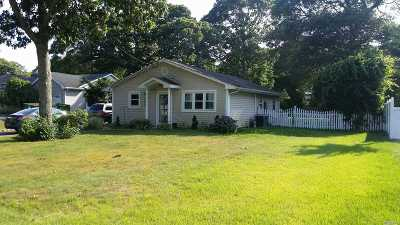 Center Moriches Single Family Home For Sale: 194 Holiday Blvd