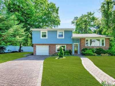 Smithtown Single Family Home For Sale: 41 Cambridge Dr