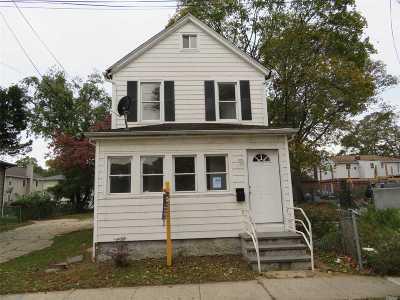 Westbury Single Family Home For Sale: 263 Sheridan St