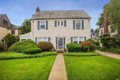 Garden City Single Family Home For Sale: 355 Kilburn Rd
