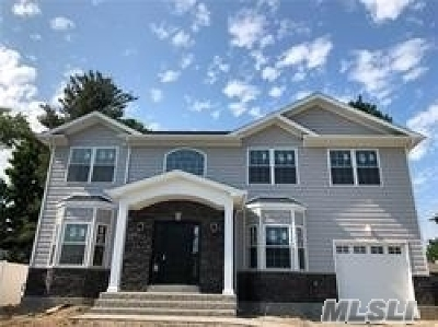 Syosset Single Family Home For Sale: 78 Syosset Cir