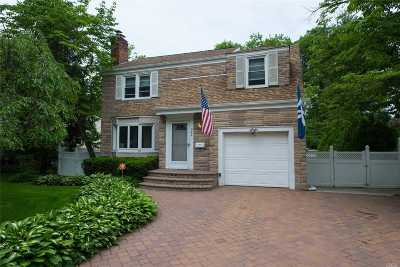 W. Hempstead Single Family Home For Sale: 922 Cleveland St